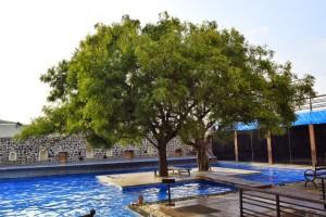 Swimming-pool-Fort-Jadhavgarh