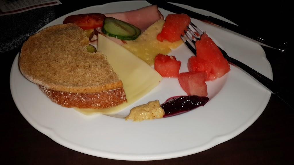 Camp-Ripan-breakfast