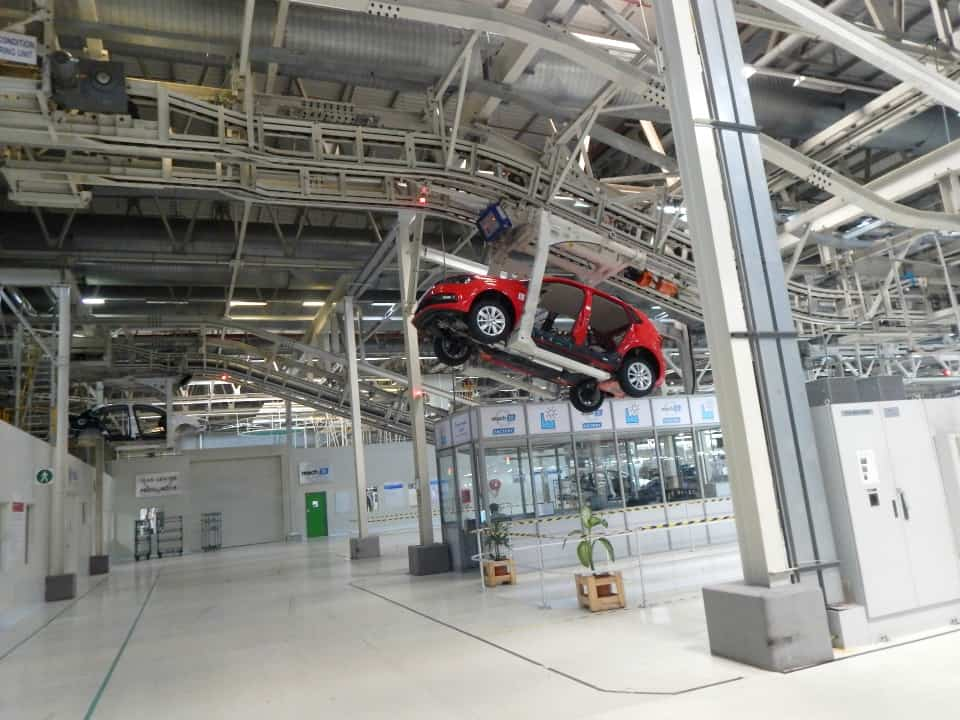 assembly-line-of-a-volkswagen-plant